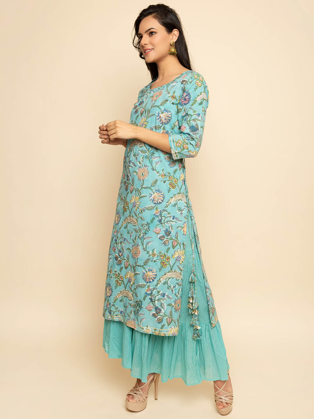 EMBROIDERY SUIT WITH SHARARA